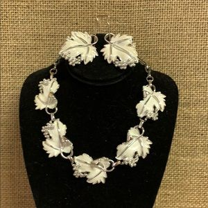 Vintage - Sarah Coventry Silver/White Necklace Set